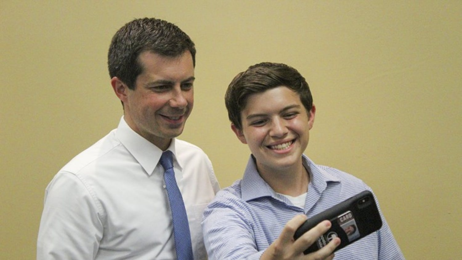 First-year business major Hayden Shipley takes a selfie with democratic presidential candidate Pete Buttegieg