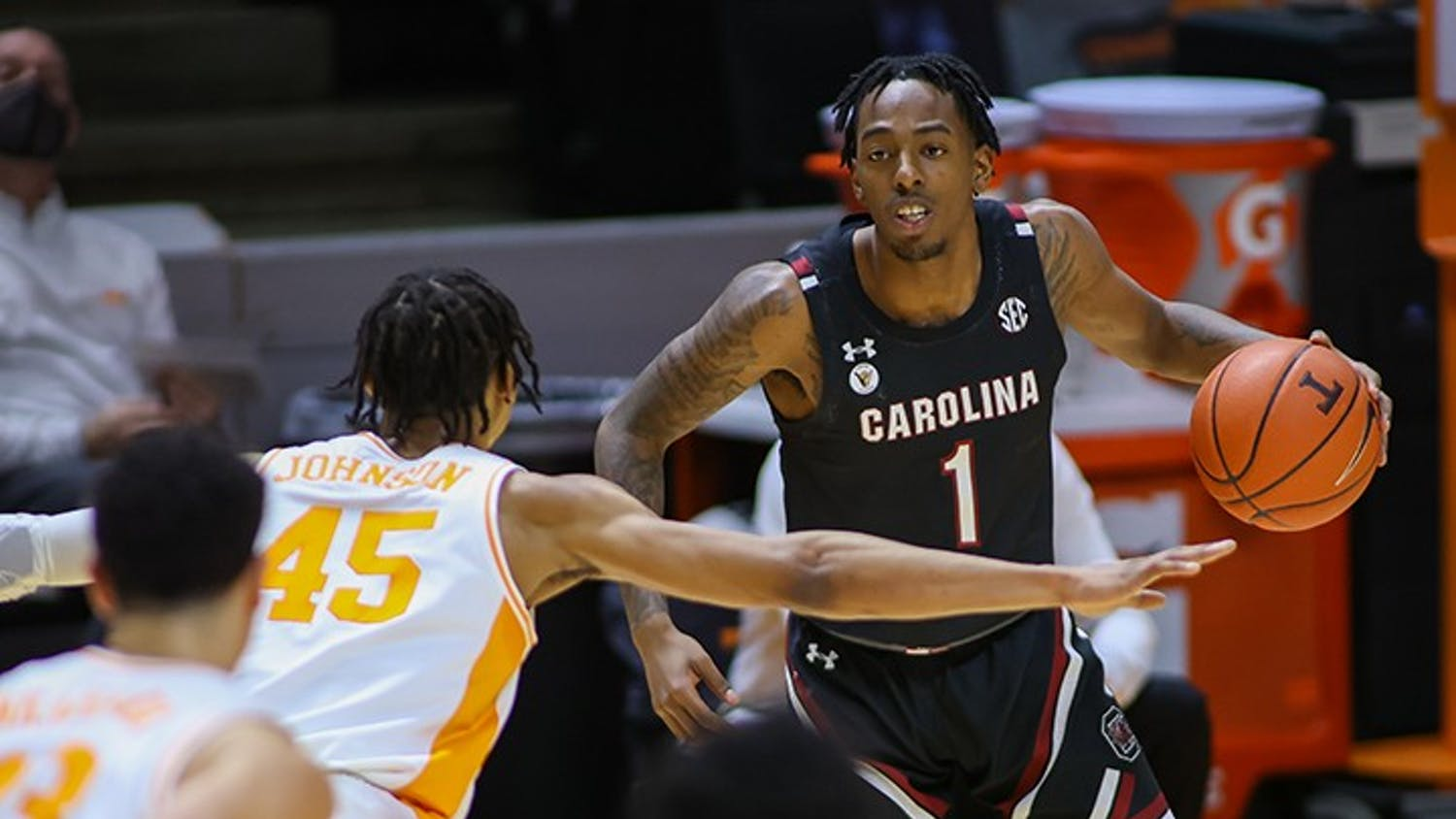 Red shirt sophomore guard TJ Moss dribbles the ball while looking at a Tennessee player. South Carolina lost 93-73.