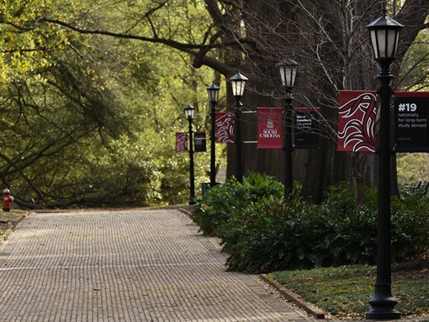 Lightposts line the edge of the Horseshoe with USC flags hanging on either side.