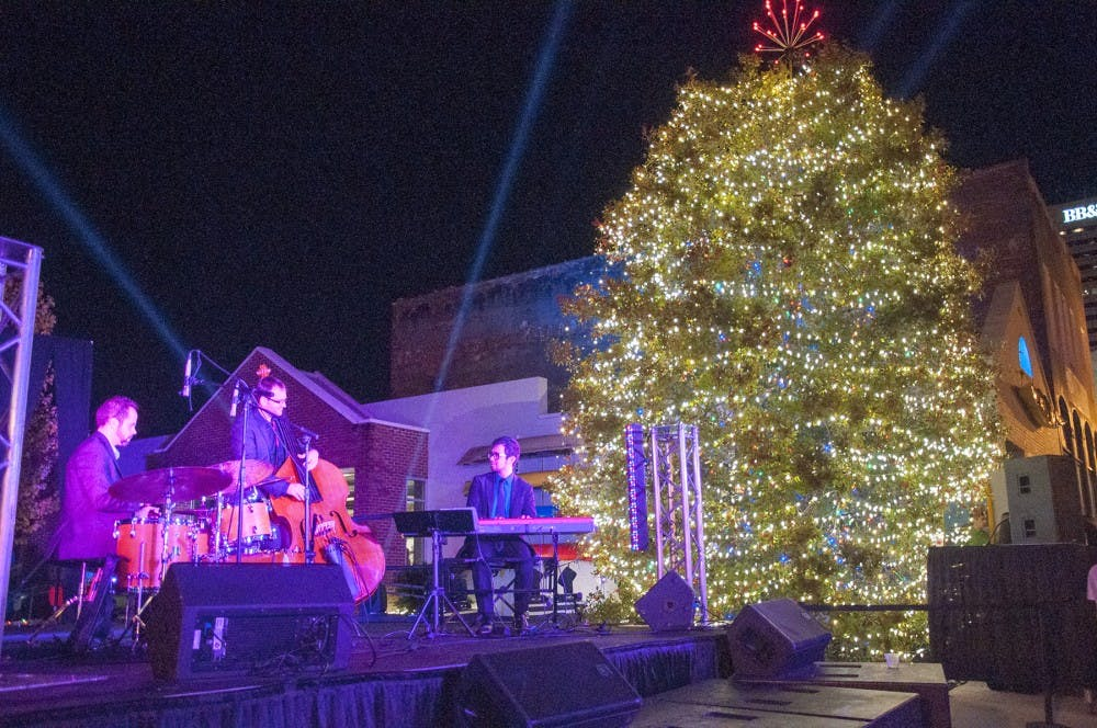 <p>Many businesses in downtown Columbia participated in the Vista Lights festival on Thursday, whichbrought the community together with holiday festivities.</p>