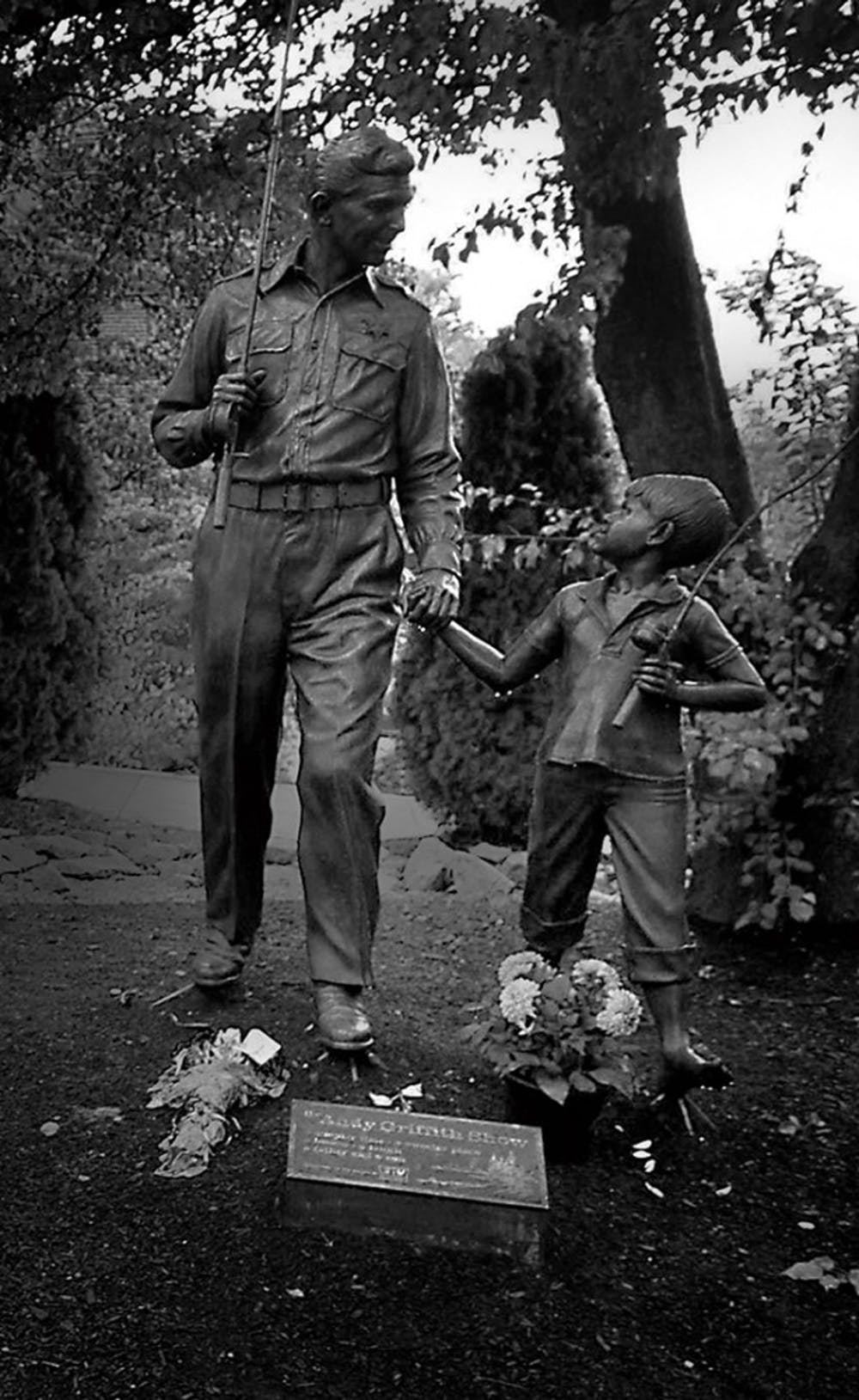 """Actress Betty Lynn, who played Thelma Lou on """"The Andy Griffith Show"""", pays her respects at the Andy Griffith statue in Mt. Airy, North Carolina, on Tuesday, July 3, 2012. Griffith, a Mt. Airy native, died Tuesday at age 86 at his home in Manteo, North Carolina. (Todd Sumlin/Charlotte Observer/MCT)"""