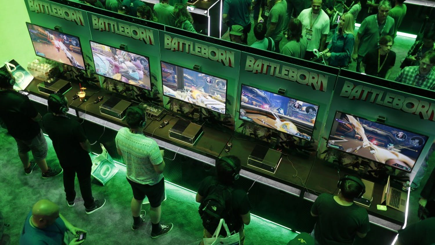 A large crowd of video game enthusiasts fill the Xbox game booth to try out new games during the first day of three-day E3 Electronic Entertainment Expo., annual video game conference and show at the Los Angeles Convention Center on June 16, 2015 in Los Angeles. (Allen J. Schaben/Los Angeles Times/TNS)