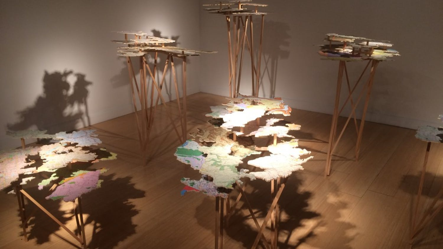 The map and plywood structures of the Fingerreisen exhibitstand erect in the McMaster Gallery.