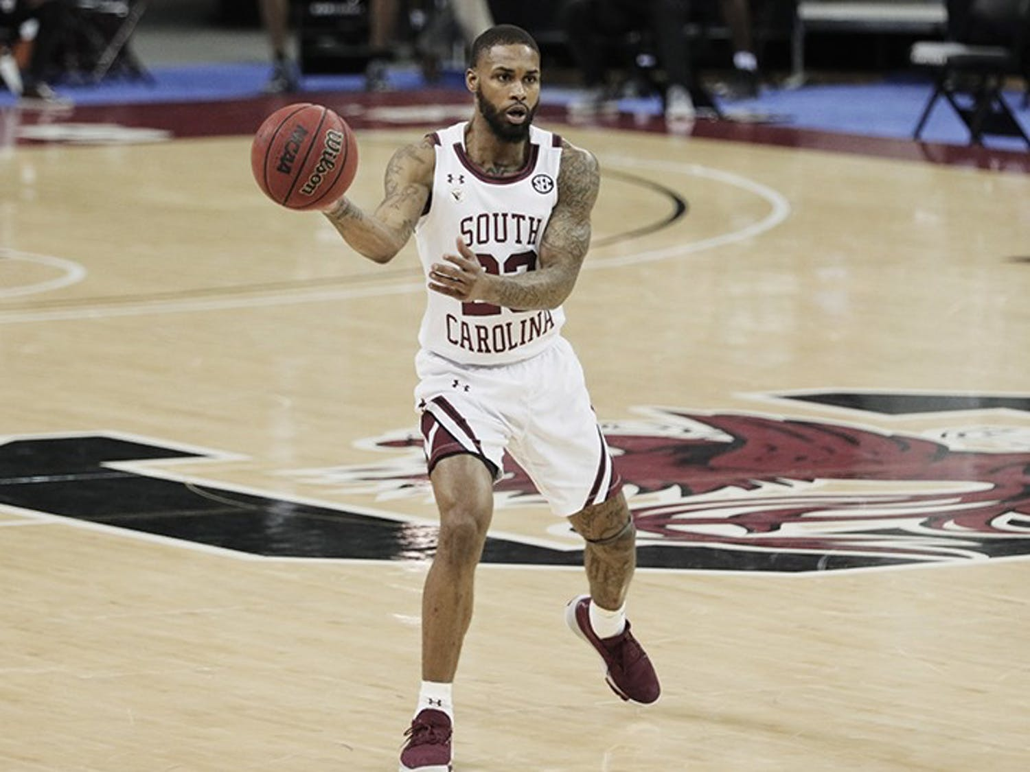 Redshirt senior guard Seventh Woods makes a pass in South Carolina's 59-75 loss to Mississippi State. The Gamecocks fell to 5-7 after the loss.