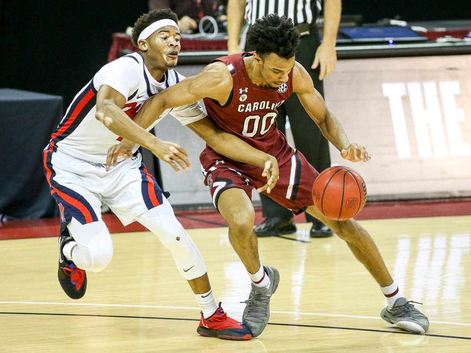 Junior guard A.J. Lawson dribbles the ball during the Ole Miss game. South Carolina lost 81-74.