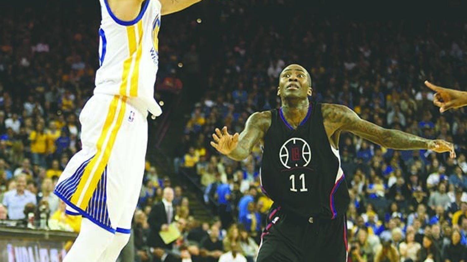 The Golden State Warriors' Stephen Curry, left, shoots against the Los Angeles Clippers' Jamal Crawford (11) in the second quarter at Oracle Arena in Oakland, Calif., on Wednesday, March 23, 2016. (Anda Chu/Bay Area News Group/TNS)