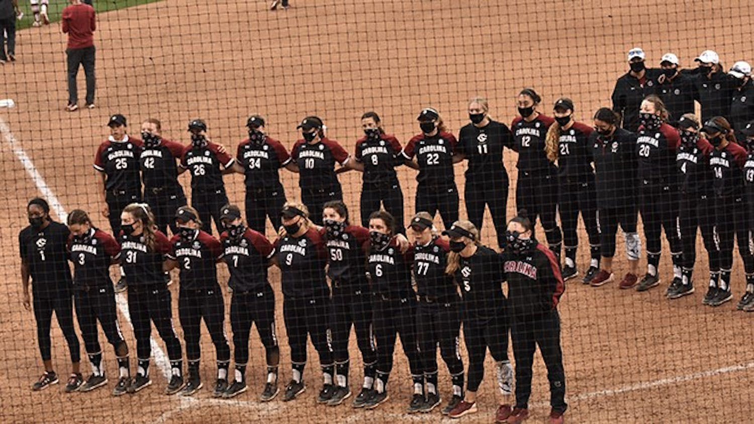 The South Carolina softball team stands together after its loss to Arkansas on March 13, 2021.