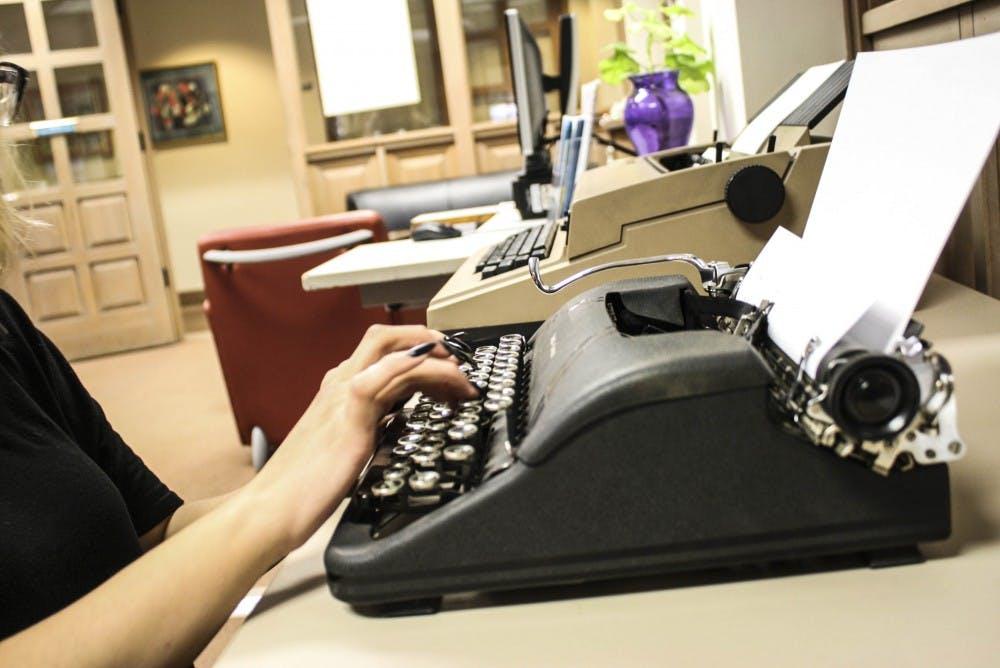 113017_typewriterstory_web_es