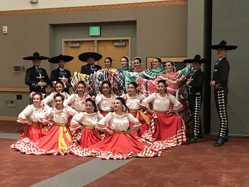 folklorico-dancers