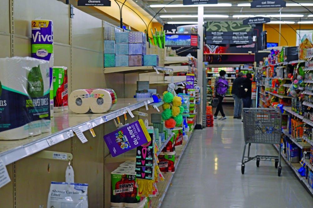 empty-shelfs-in-smithstif
