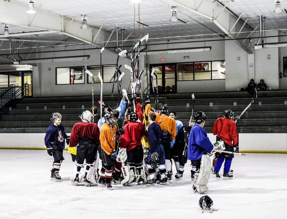101117_unmhockeyclub_web_gj