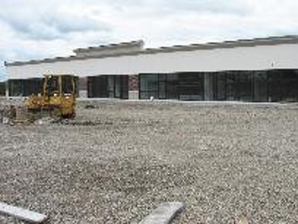 Verizon, Great Clips, and a men and women's clothing store will be among the businesses housed in the strip mall.