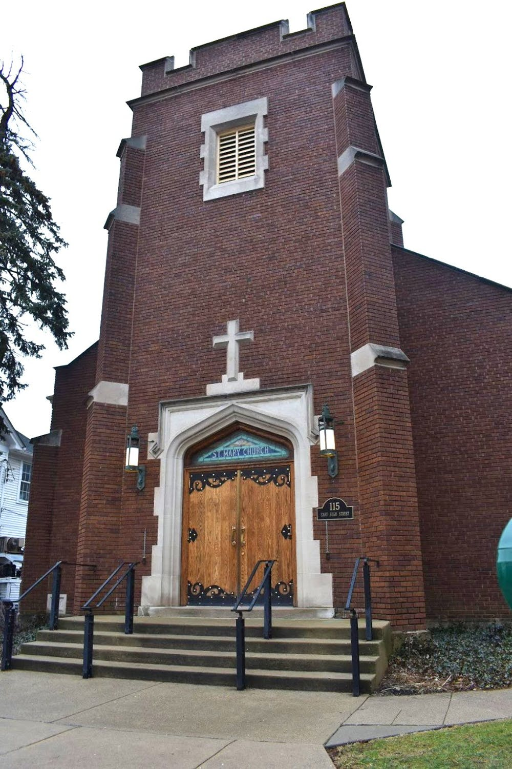 <p>With mass shootings across the country causing national anxiety, churches do what they can to keep their worshipers safe. </p>