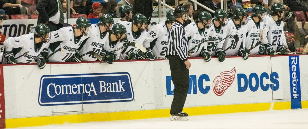 nwa_hkc_great_lakes_invitational_hockey_vs_university_of_michigan09_123016