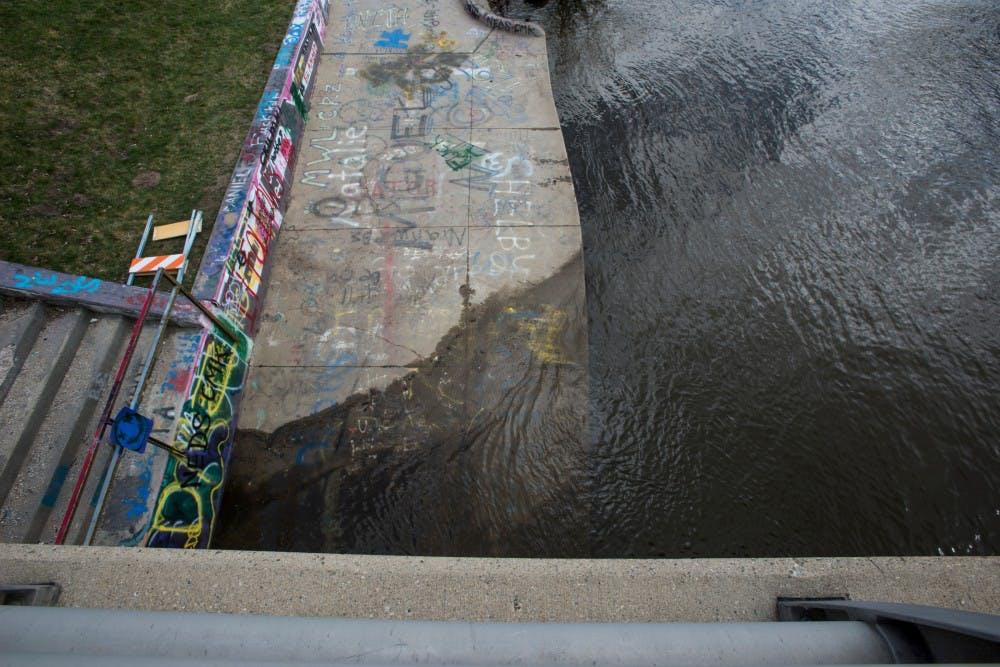 nwa_new_red_cedar_river_flood02_031716