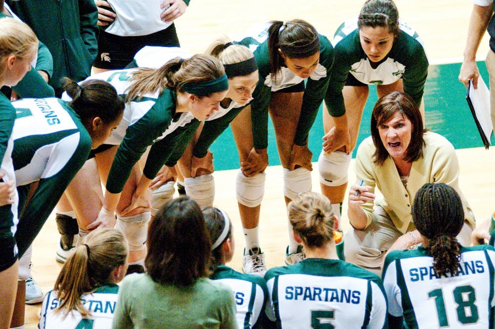 Volleyball head coach Cathy George talks with her team in the huddle during a timeout. The Spartans defeated Ball State, 3-0, on Friday night on their way to winning the Spartan Invitation this past weekend at Jenison Fieldhouse. Josh Radtke/The State News