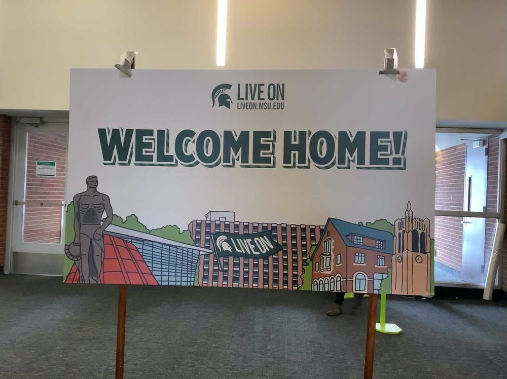 <p>A sign welcomes students moving into Case Hall. </p>