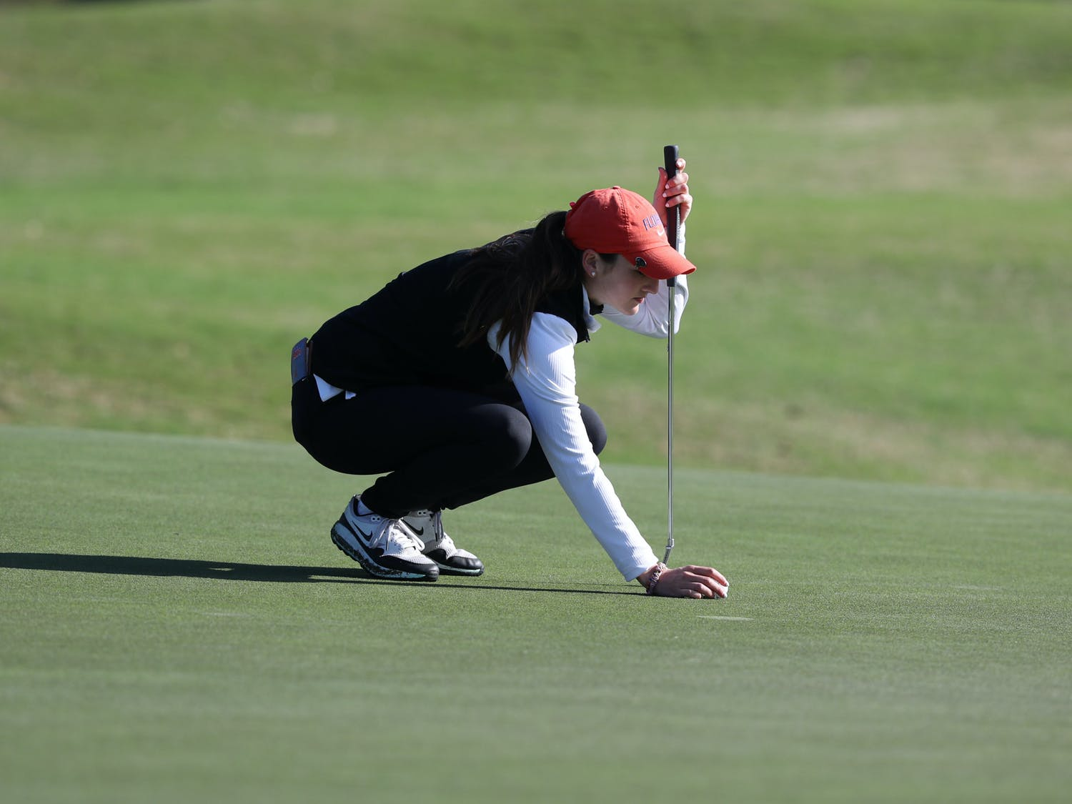 Maisie Filler lines up a putt at the Gators Invitational on Feb. 21. Florida's season came to an end at the NCAA Regionals Wednesday. / UAA Communications photo by Alex de la Osa