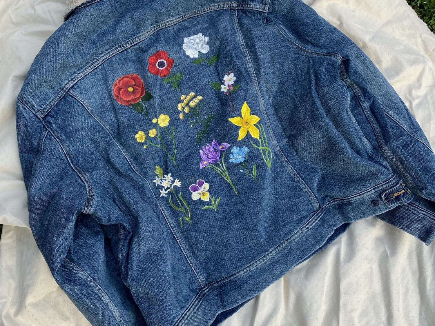 """Inspired by Sam Smith's """"Love Goes"""" album merchandise, these flowers took Vanessa Villarreal 15 hours to paint."""