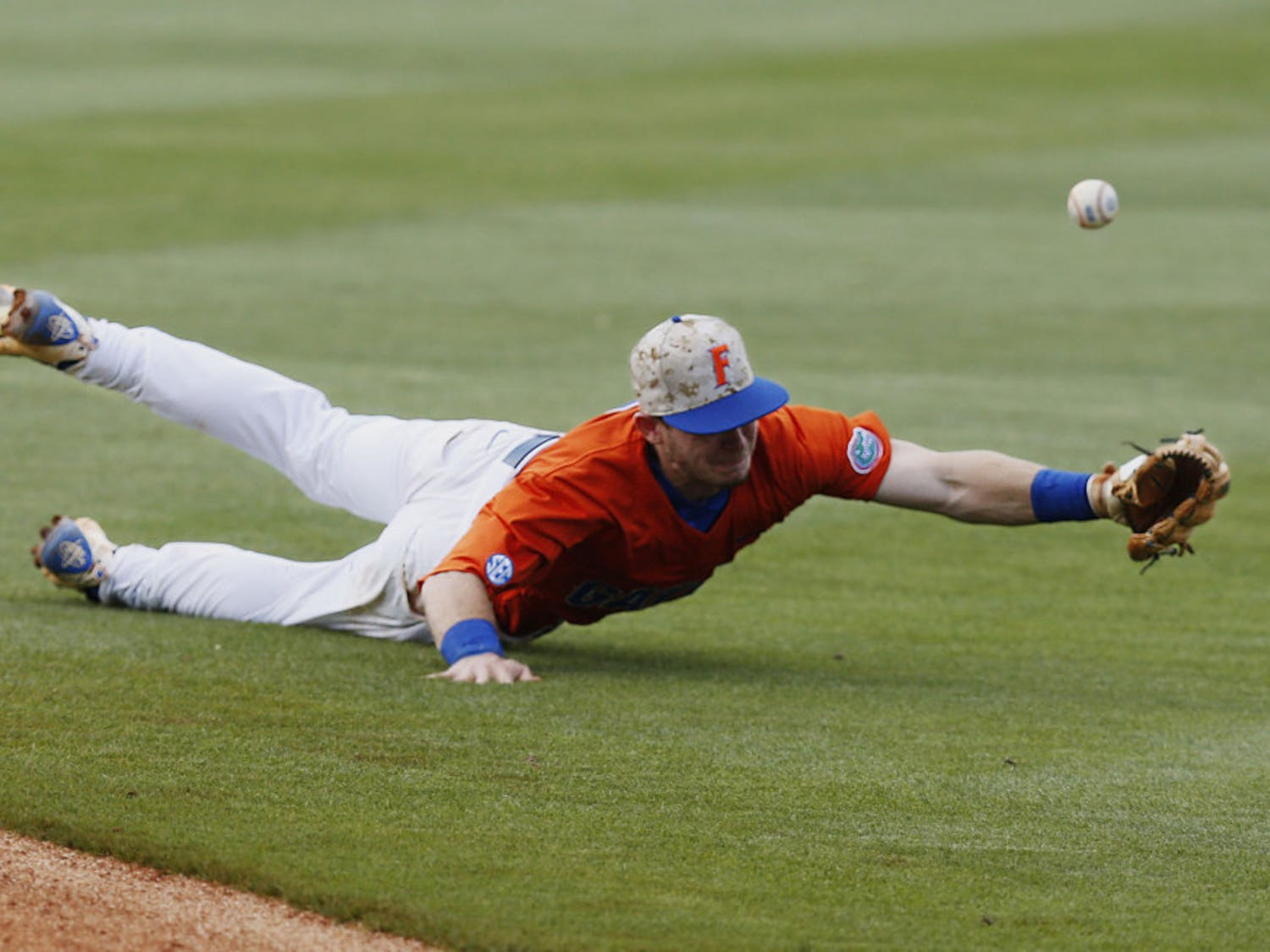 Florida's Deacon Liput dives for the ball and misses it in the seventh inning against Texas A&M in a Southeastern Conference NCAA college baseball championship game at the Hoover Met, Sunday, May 29, 2016, in Hoover, Ala. Texas A&M won 12-5. (AP Photo/Brynn Anderson)