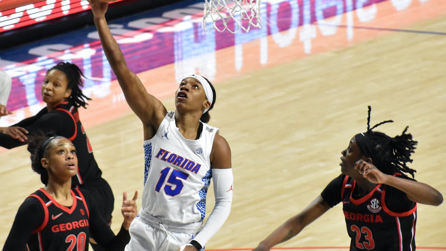 Sophomore guard Nina Rickards scored 14 points, and freshman forwards Jordyn Merritt and Floor Toonders dropped a career-high 16 points. Photo from UF-Georgia game Sunday.