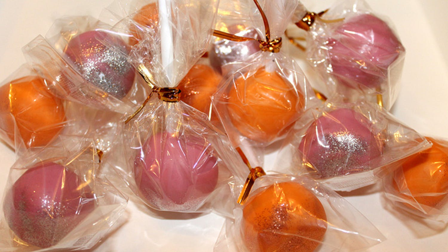 """Cake pops for Tola's birthday 23 Feb '12"" by Ayca Wilson, used under CC BY 2.0"