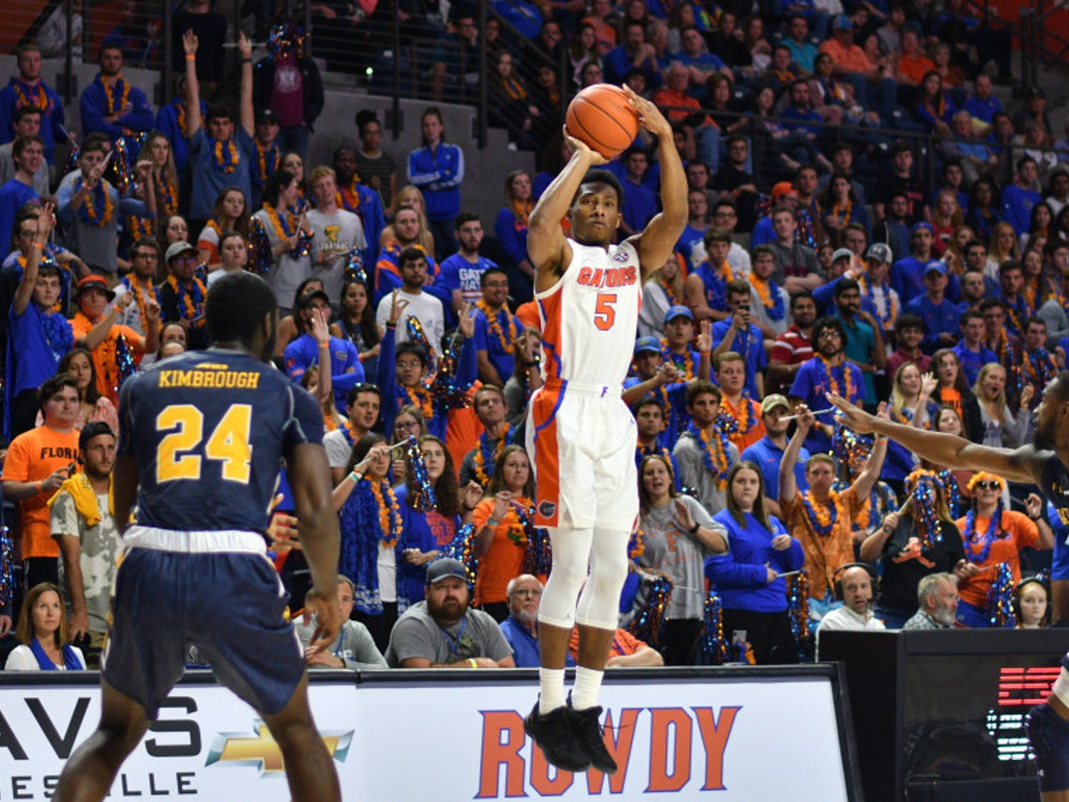 Florida guard KeVaughn Allen went 0-for-3 from the field in the Gators' 82-69 win against La Salle on Saturday in the O'Connell Center. He shot 6-for-11 in his previous game against Charleston Southern.