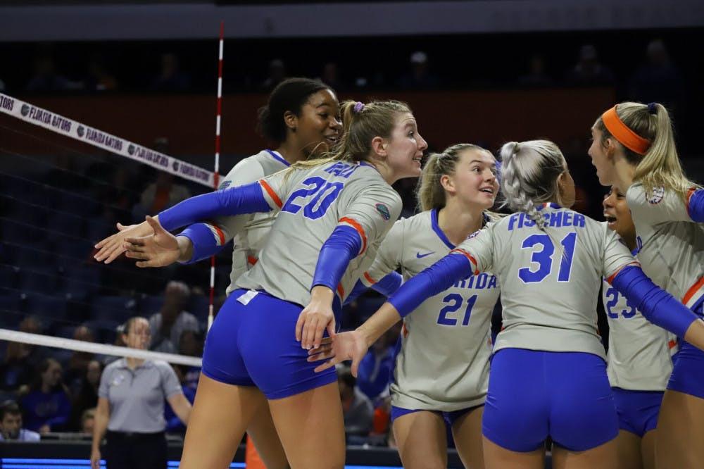 <p>The Florida volleyball team huddles in a game against LSU in 2019. Florida fell to Stanford Tuesday night 3-1. </p>