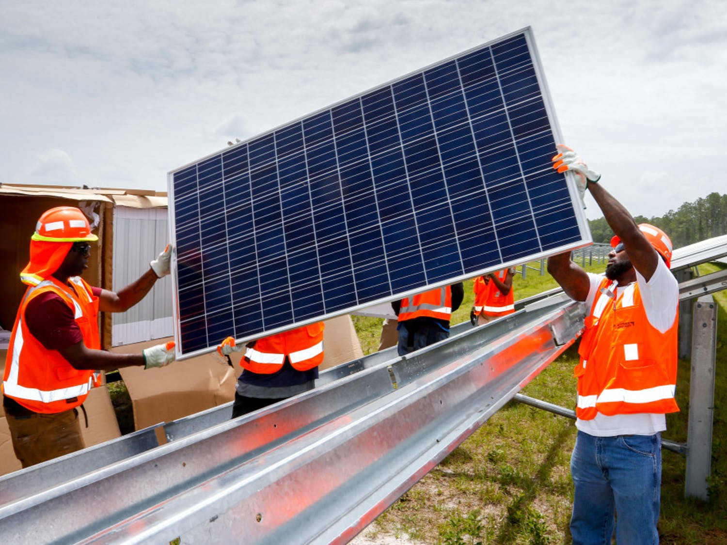 Florida Power & Light's Horizon Solar Energy Center will be made up of 330,000 photovoltaic solar cells capable of generating 74.5 megawatts of electricity a year, said FPL spokesperson Stephen Heiman. By 2023, FPL plans to be able to power 420,000 homes with the energy collected through solar panels.