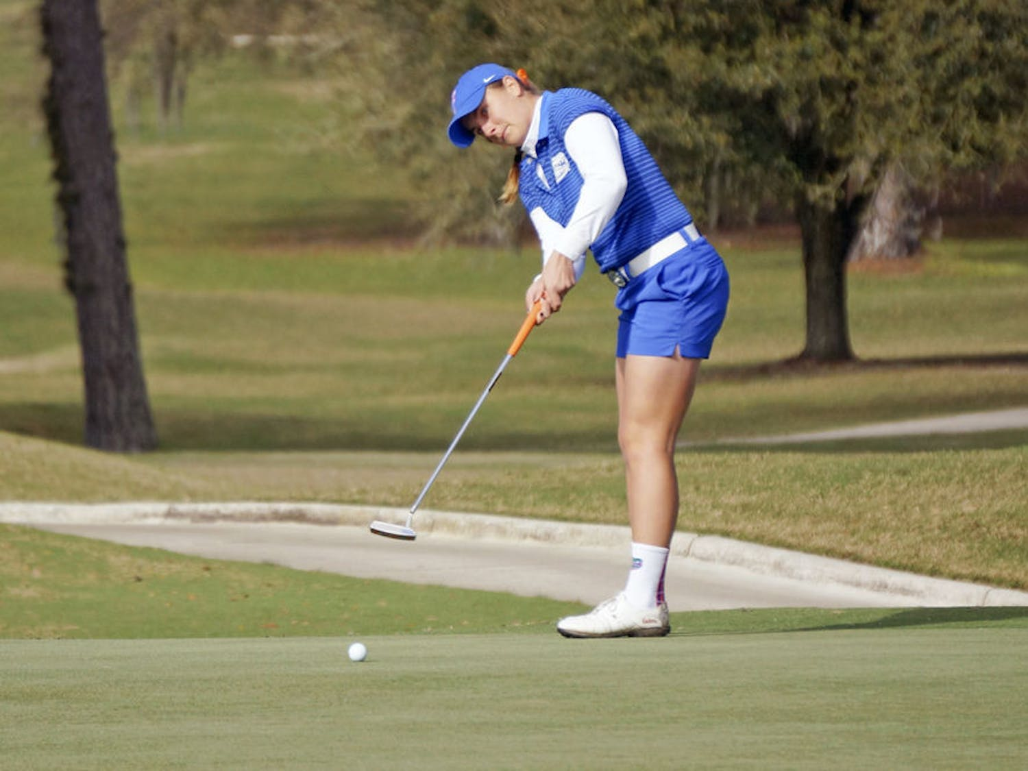 Taylor Tomlinson putts during the 2015 SunTrust Gator Invitational at UF's Mark Bostick Golf Course.