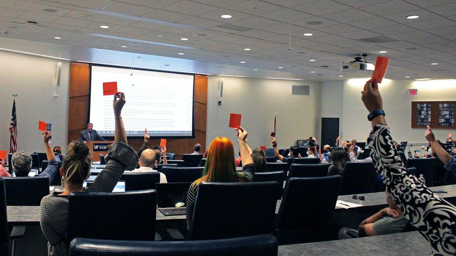 UF Faculty Senate members vote to delay the COVID-19 no-confidence resolution in the Reitz Union Chamber on Thursday, Oct. 21, 2021.