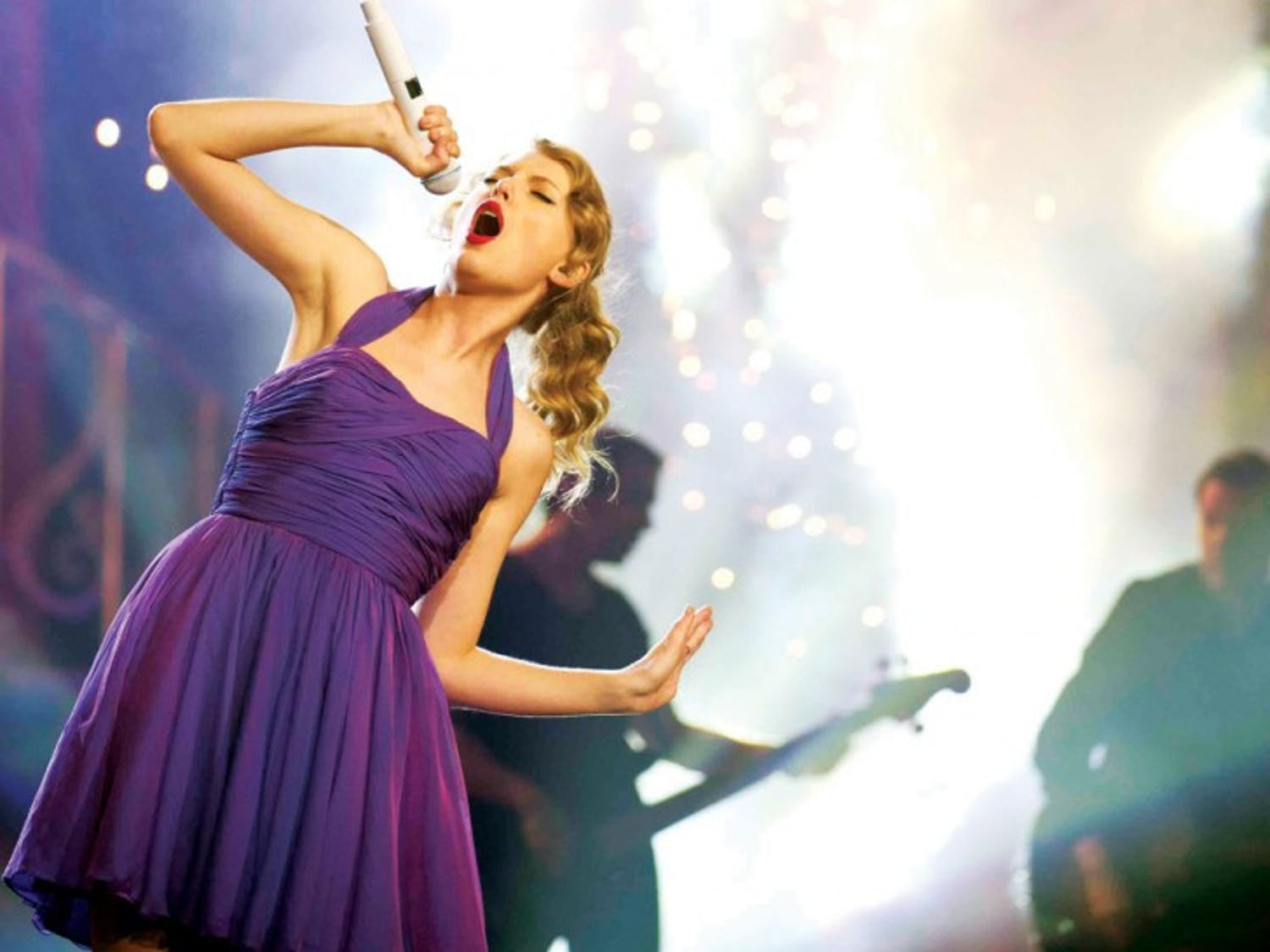 FILE - This Nov. 22, 2011 file photo shows singer Taylor Swift performing at Madison Square Garden in New York. Six-time Grammy winner Taylor Swift will perform at the 2012 MTV Video Music Awards next month. Comedian Kevin Hart will host the VMAs live from the Staples Center in Los Angeles on Sept. 6. (AP Photo/Charles Sykes, file)