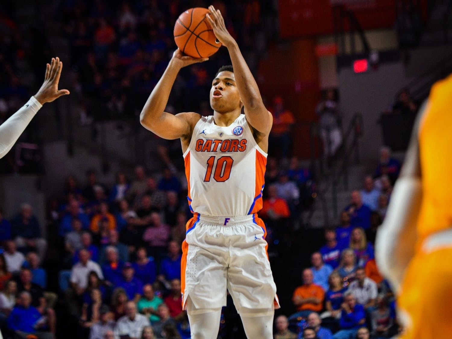 Guard Noah Locke finished with a game-high 17 points on 6-of-10 shooting, including a 5-of-8 clip from beyond the arc in the Gators' 73-61 loss to Tennessee.