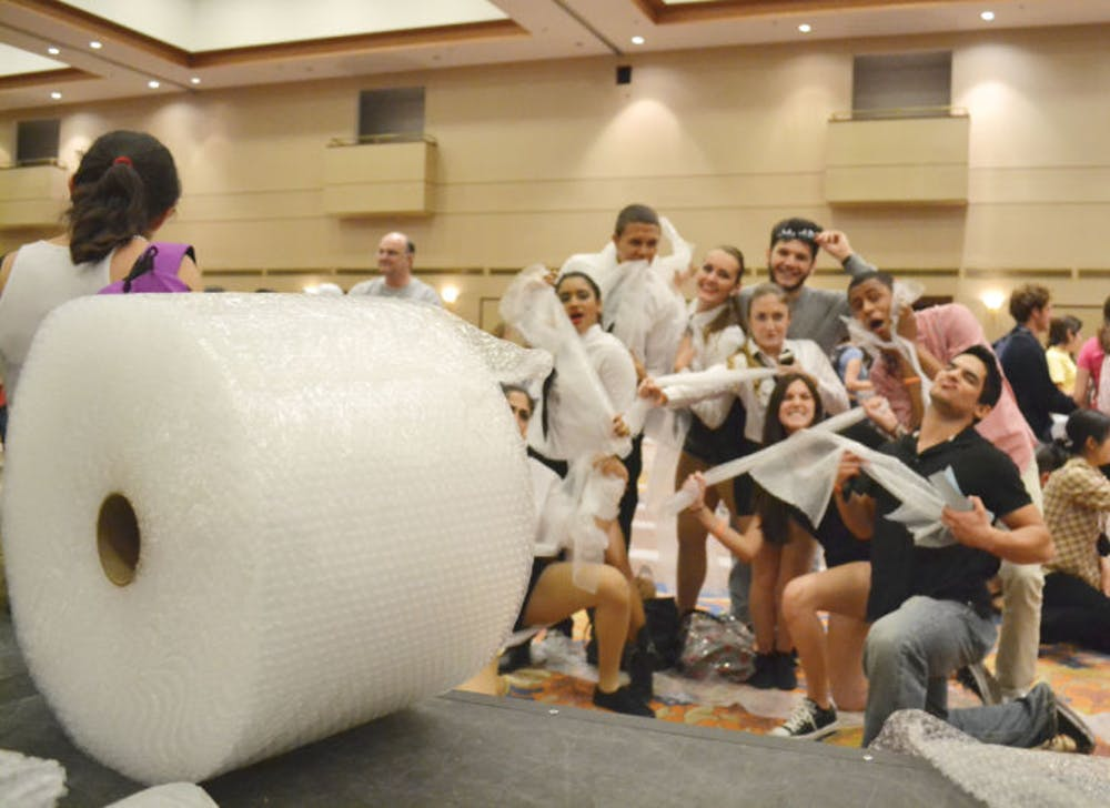 <p>UF students attempt to break the Guinness World Record for the most people popping bubble wrap at one time in the Reitz Union Grand Ballroom on Tuesday evening.&nbsp;</p>