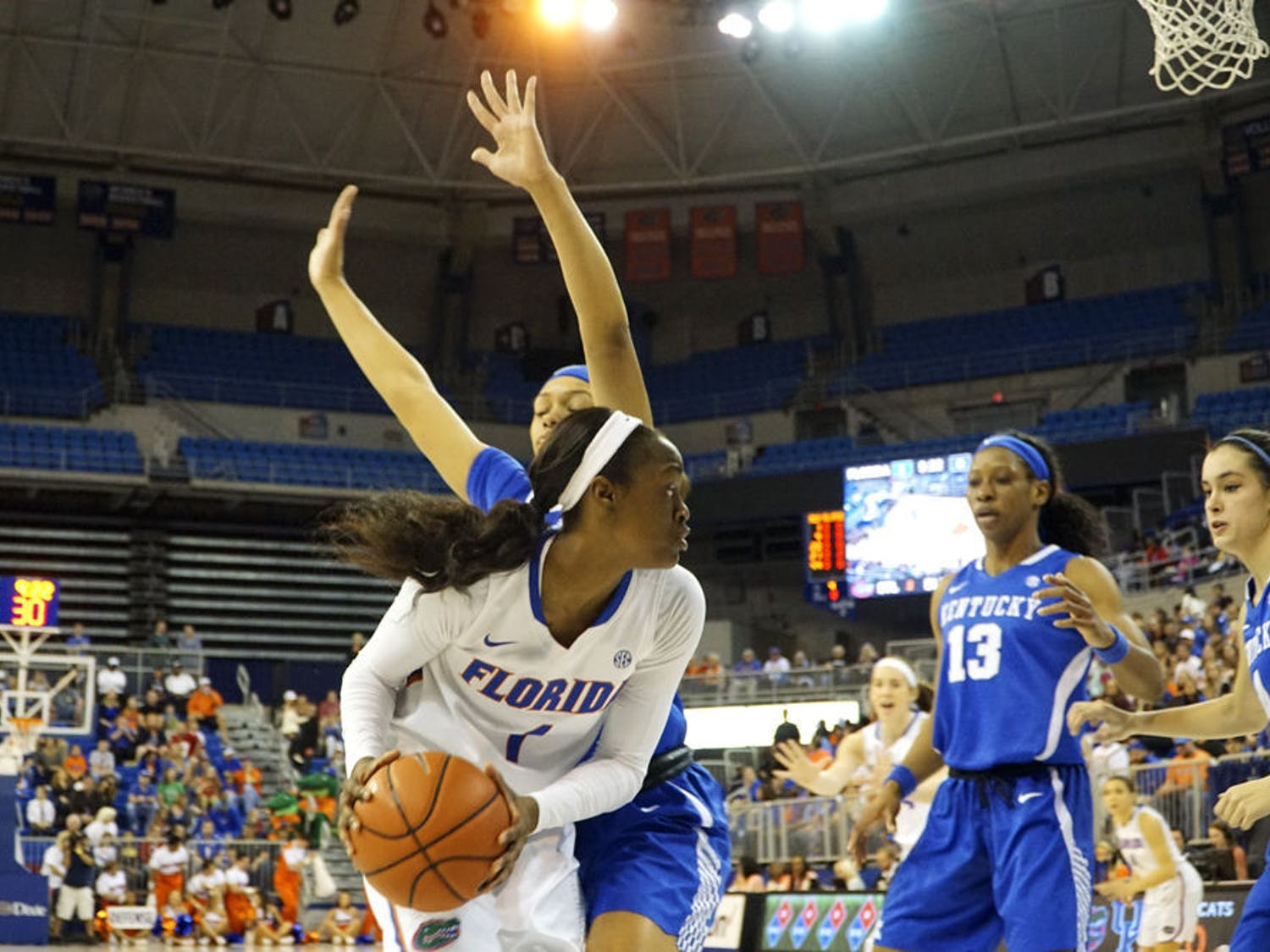 Florida's Ronni Williams looks to pass during UF's 85-79 win over Kentucky on Jan. 31, 2016, in the O'Connell Center.