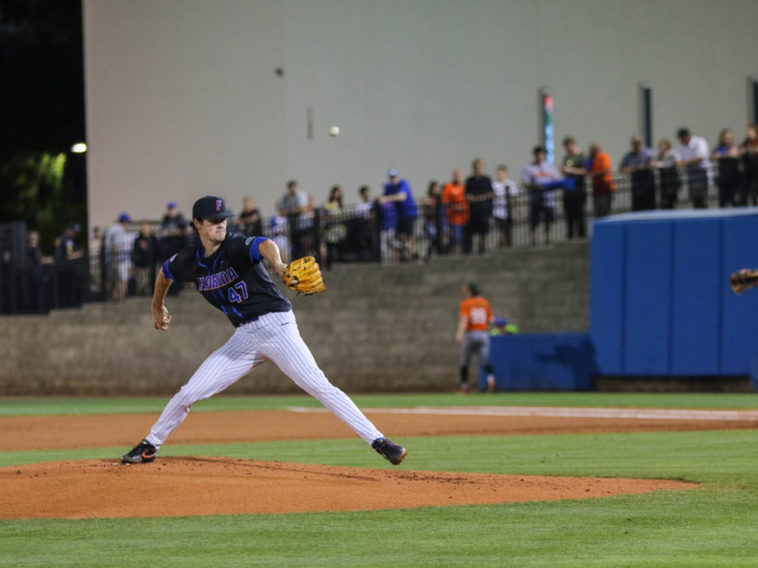 Pitcher Tommy Mace struggled as Florida dropped the opener of its series with Georgia.