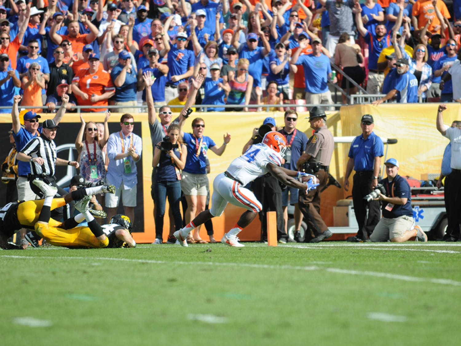 Mark Thompson dives for the end zone to cap an 85-yard touchdown catch during Florida's 30-3 win over Iowa in the Outback Bowl.