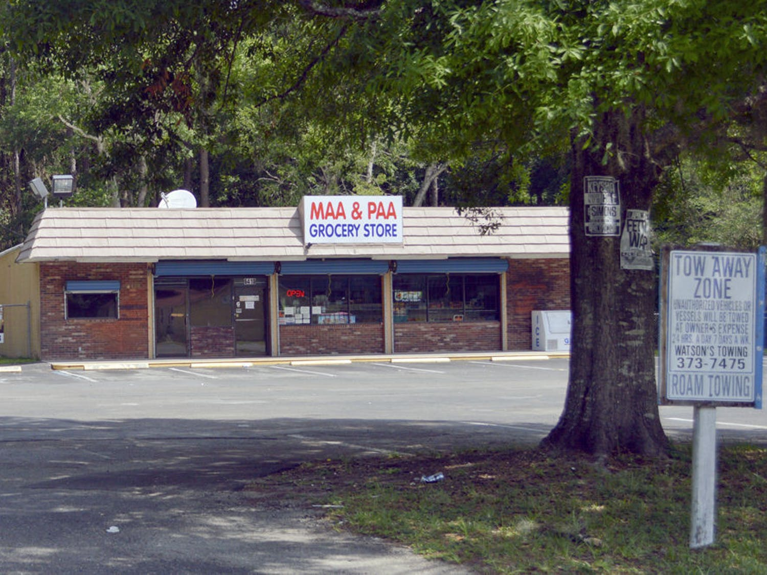 Pictured is the Maa & Paa grocery store, the only source of food located within Linton Oakes. The store supplies basic foods like frozen meat and snacks; the closest grocery store is the Winn-Dixie on Southwest 34th Street.