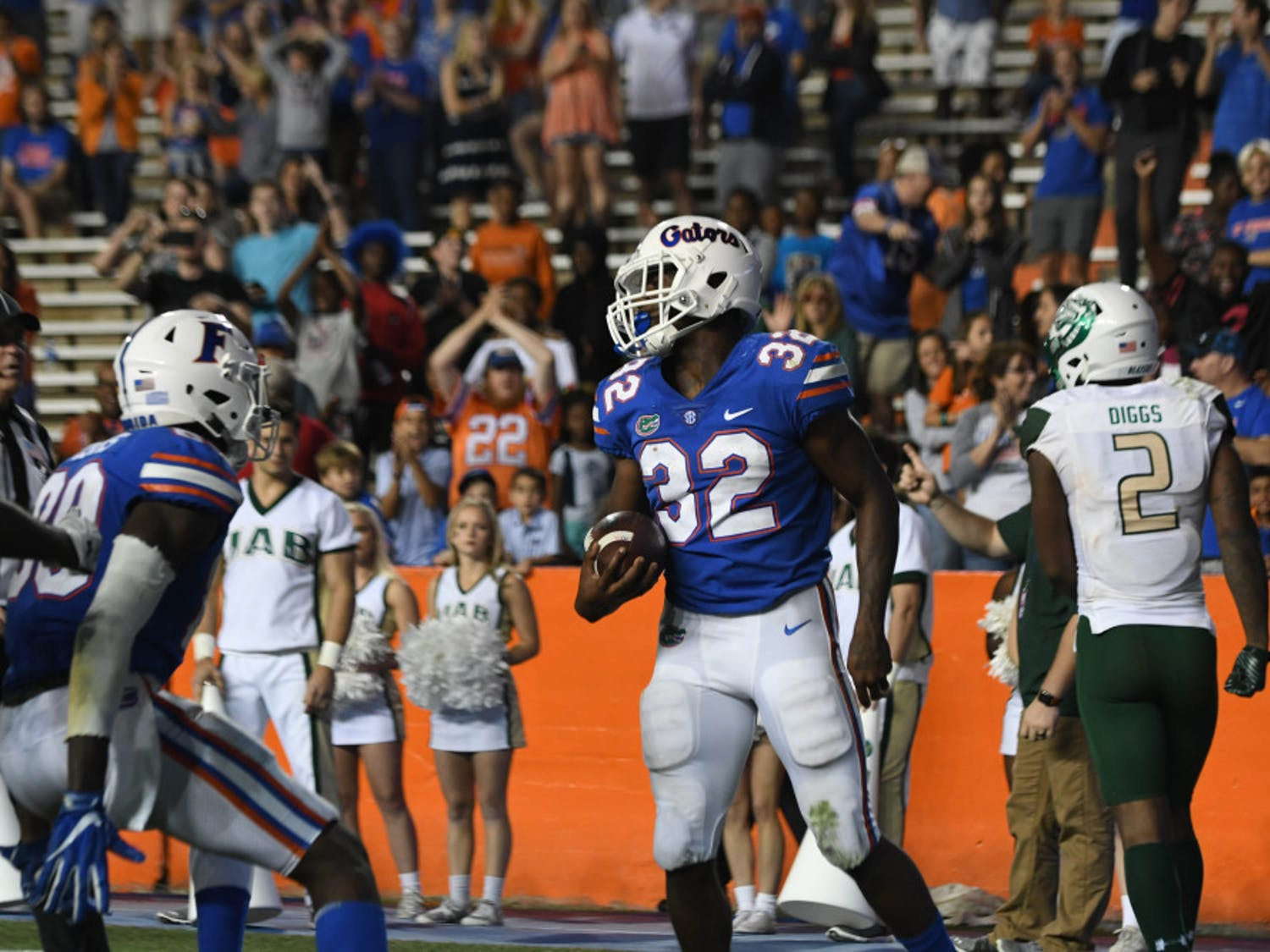 In the team's final five games, UF running backAdarius Lemons registered 136 yards on 19 carries for an average of 7.2 yards per attempt.