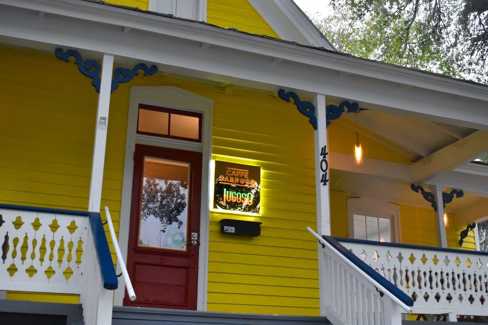 Cafe Sabroso ofrece un ambiente hogareño para los hispanos locales en el área del centro de Gainesville.