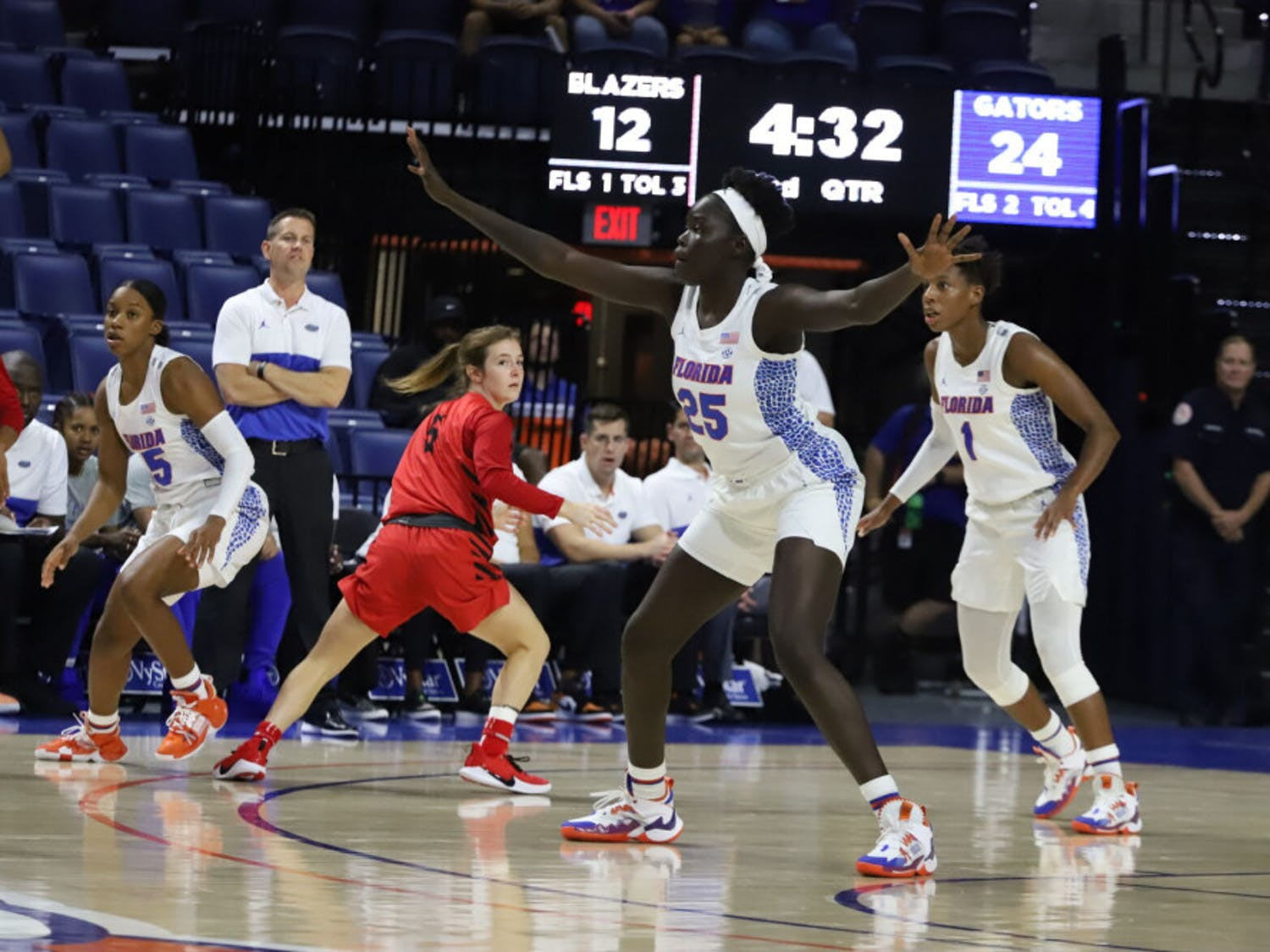 Florida forward Faith Dut (25) chipped in six point in Florida's overtime victory vs. LSU Thursday