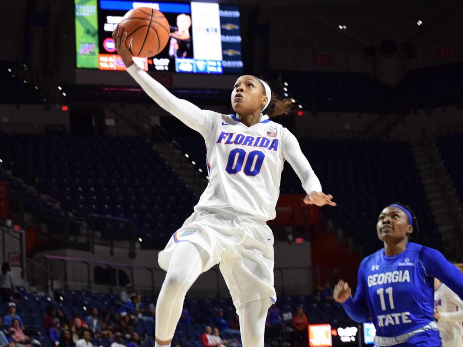 Delicia Washingtonwas efficient from the floor, hitting 4-of-7 shots for 12 points, while coming away with 12 rebounds and serving up 10 assists to record the Gators' third triple-double in program history.