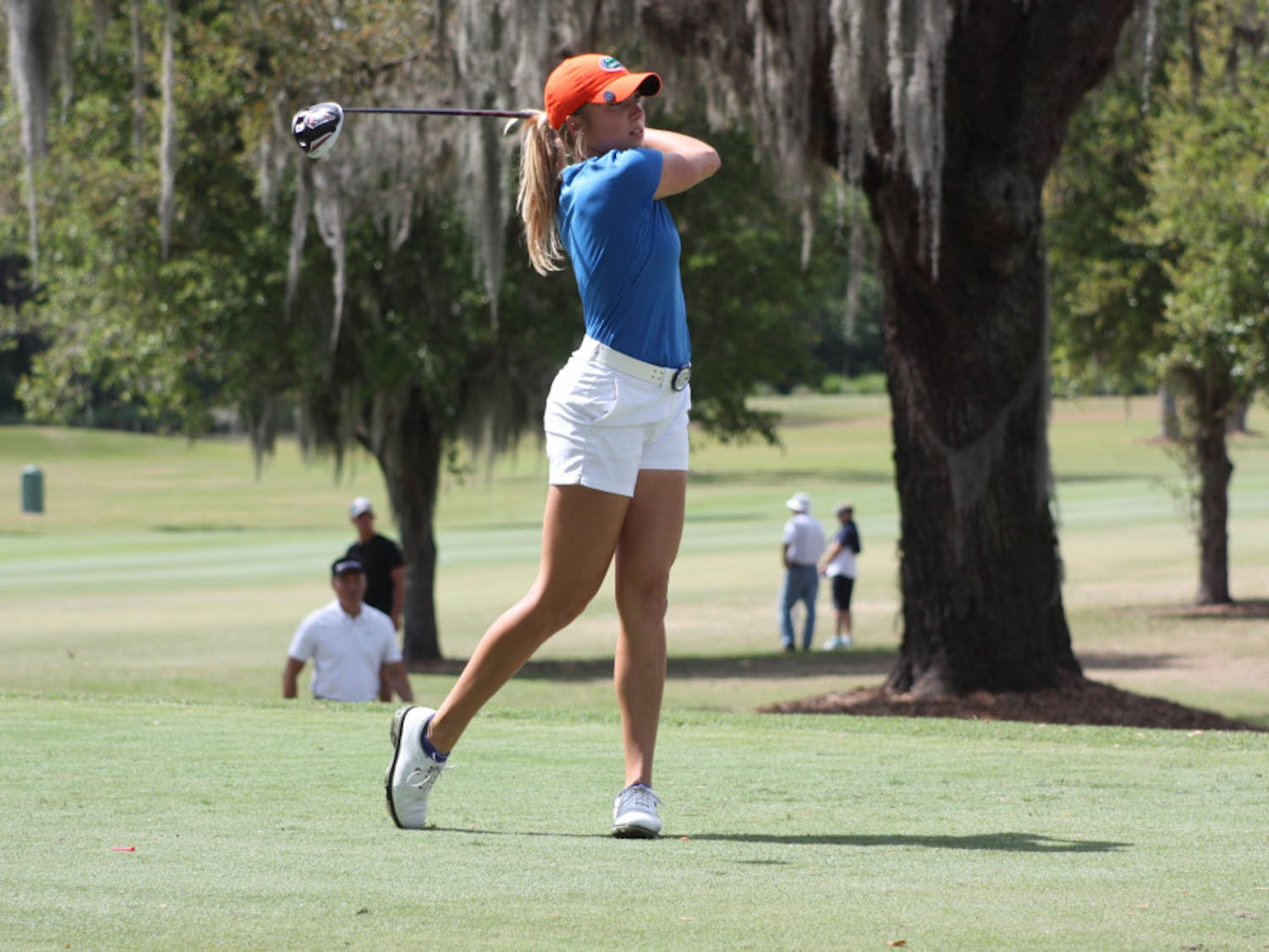 Junior Sierra Brooks is in first place at Cougar Classic with a 7-under opening round.