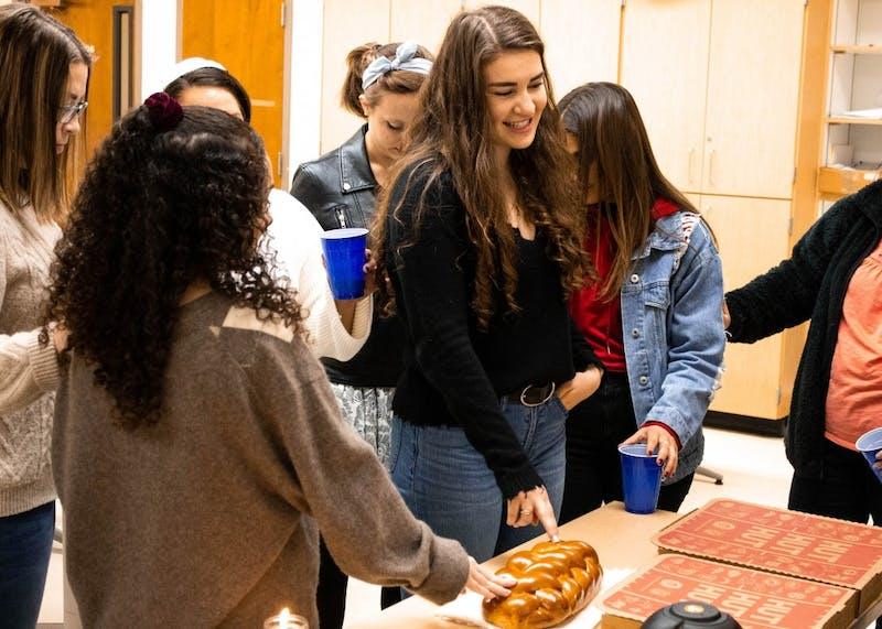 Jewish Student Union holds their first Shabbat dinner of the semester. The dinner included prayers in Hebrew and English as well as a blessing of the Challah, bread traditionally baked for Shabbat.