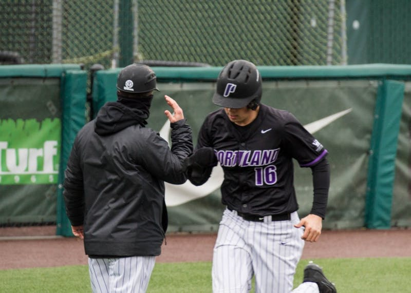 Cody Hawken hits a 3 run shot to left field in the bottom of the 8th to pull the Pilots within 1.