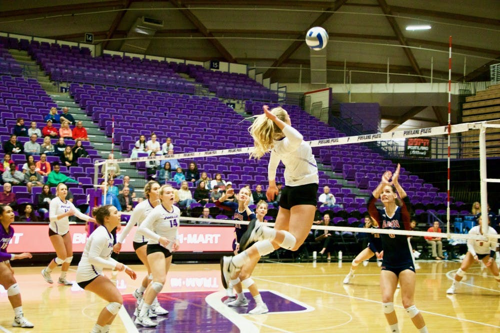 Sophomore Liz Reich goes for the kill to earn the pilots a point.