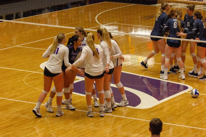 The Pilots huddle up after a point.
