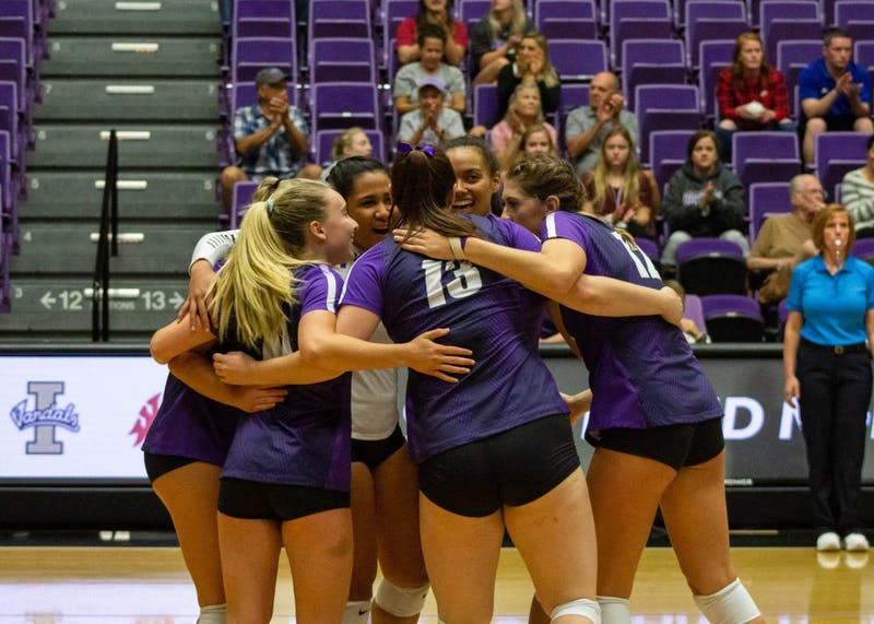 Women's volleyball went 2-1 in the Portland North Marriott Invitational.
