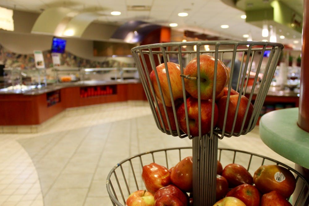 <p>Apples sit in Heilman Dining Center.&nbsp;</p>