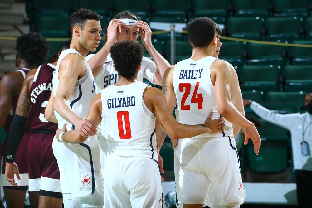 <p>Richmond Spiders' guard Jacob Gilyard gathers his team in a huddle during the National Invitation Tournament quarterfinals at the UNT Coliseum on Thursday, Mar. 26, 2021. <em>Photo courtesy of the NCAA</em></p>
